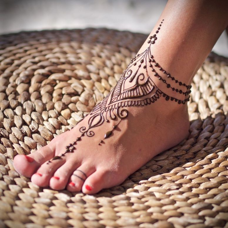 Jewellery-Like-Simple-Feet-Mehendi-Design-Idea