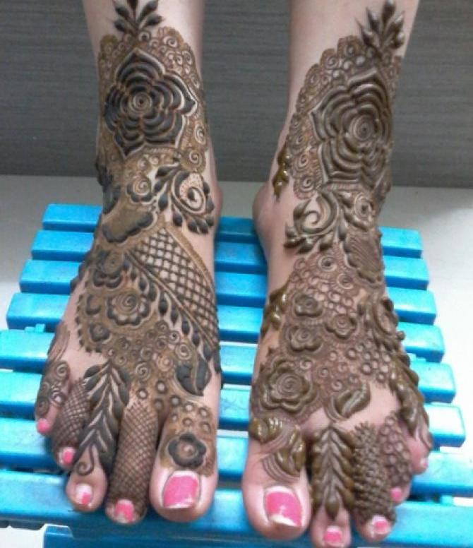 unique foot designs set for bridal