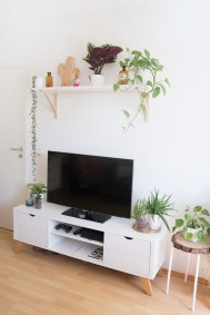 41 DIY TV Gallery Wall Inspirations & How Tos 10