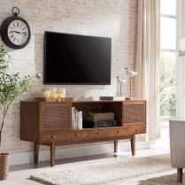 41 DIY TV Gallery Wall Inspirations & How Tos 17