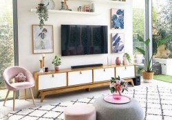 41 DIY TV Gallery Wall Inspirations & How Tos 34