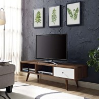 41 DIY TV Gallery Wall Inspirations & How Tos 5