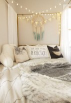 54 Aesthetic Teenage Bedroom Ideas Redecorating On A Budget 32