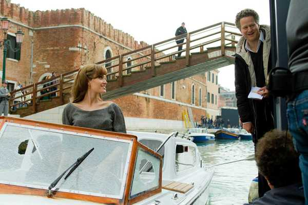 The Tourist Full Movie Download