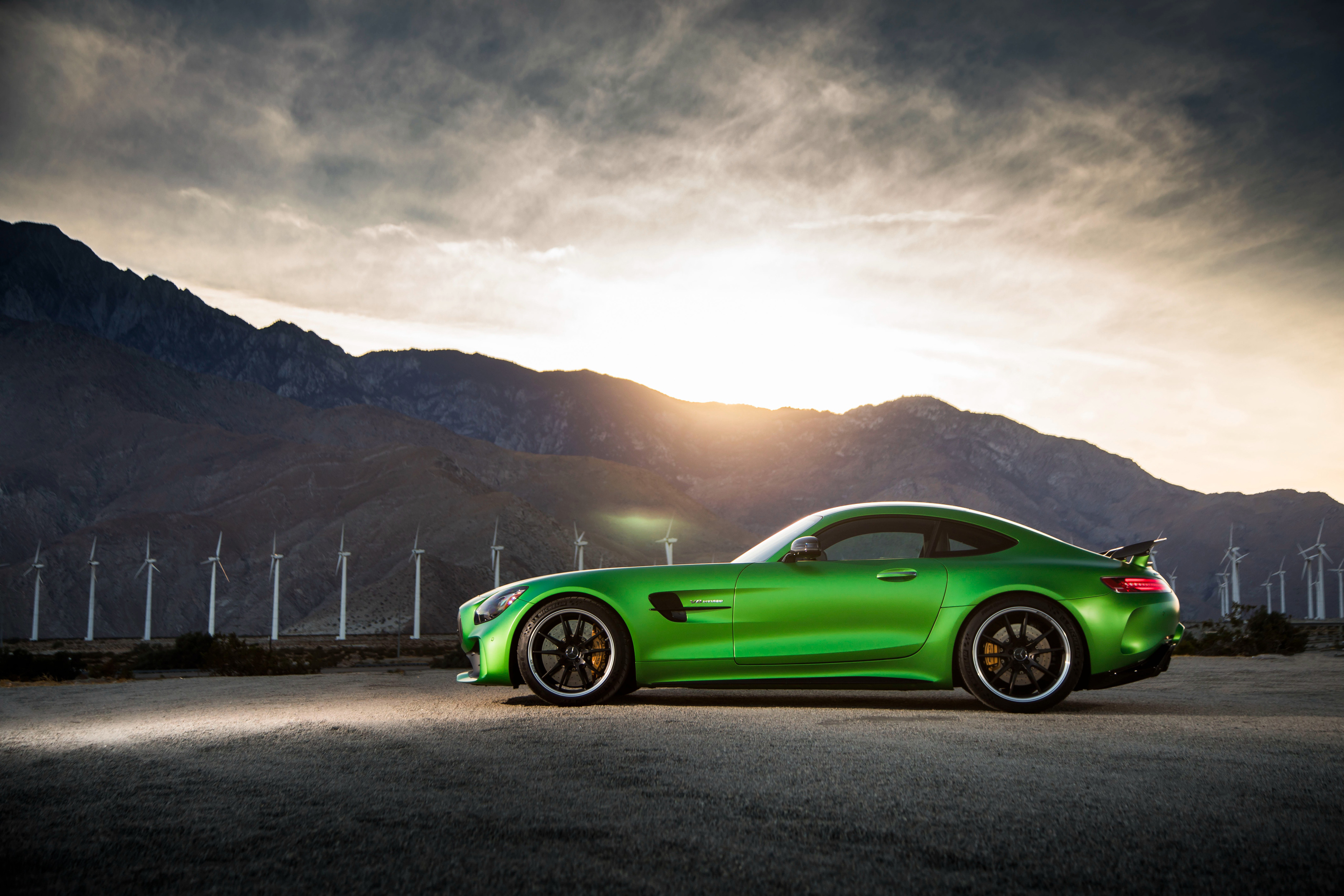 2880x1800 Mercedes Amg Gt R Side View Macbook Pro Retina