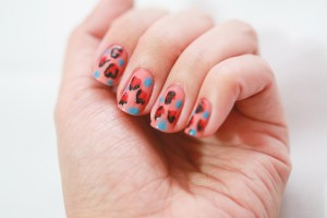 Get-the-Heart-Shaped-Leopard-Nails-Look