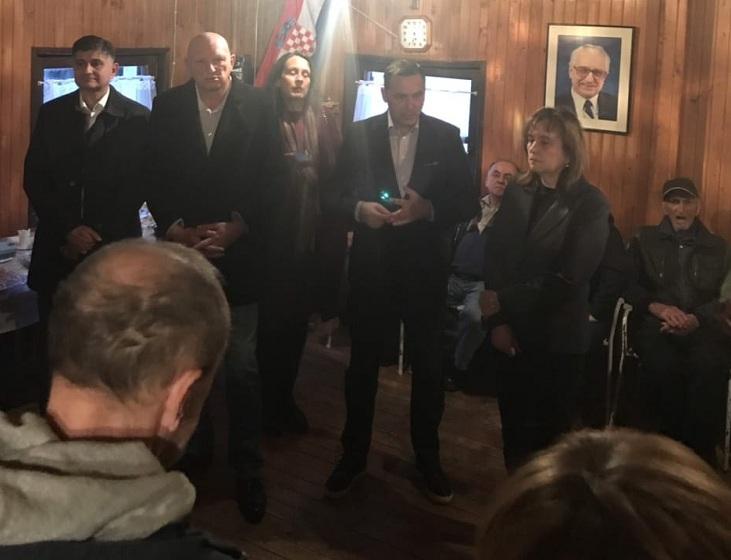Marijan Kustić u Smiljanu poručio da je HDZ samo jedan i da glas za njih i partnere znači put u bolju budućnost