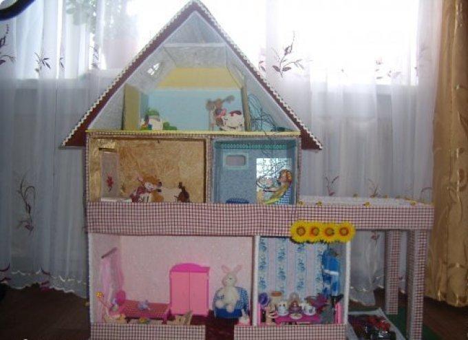 Krásný dům pro hračky z boxů.
