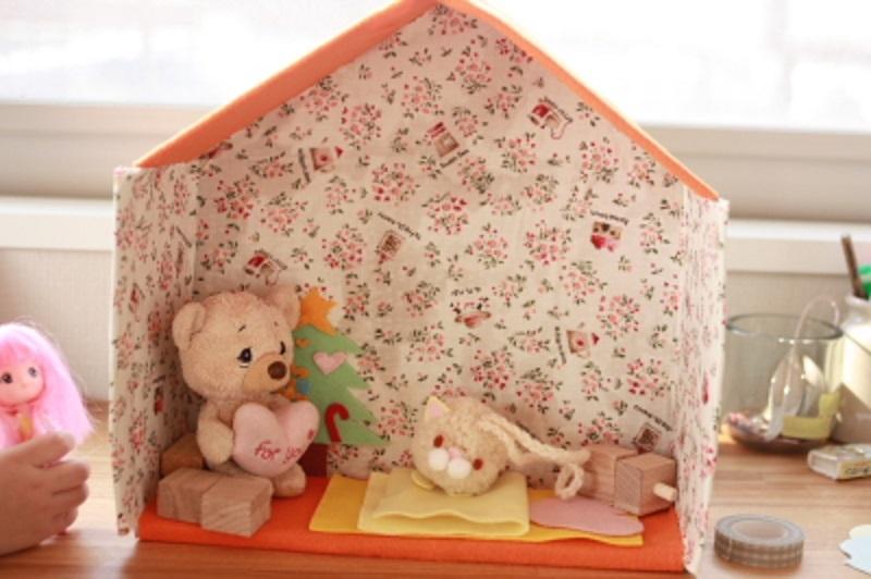 Hangulatos kartonház a babákhoz