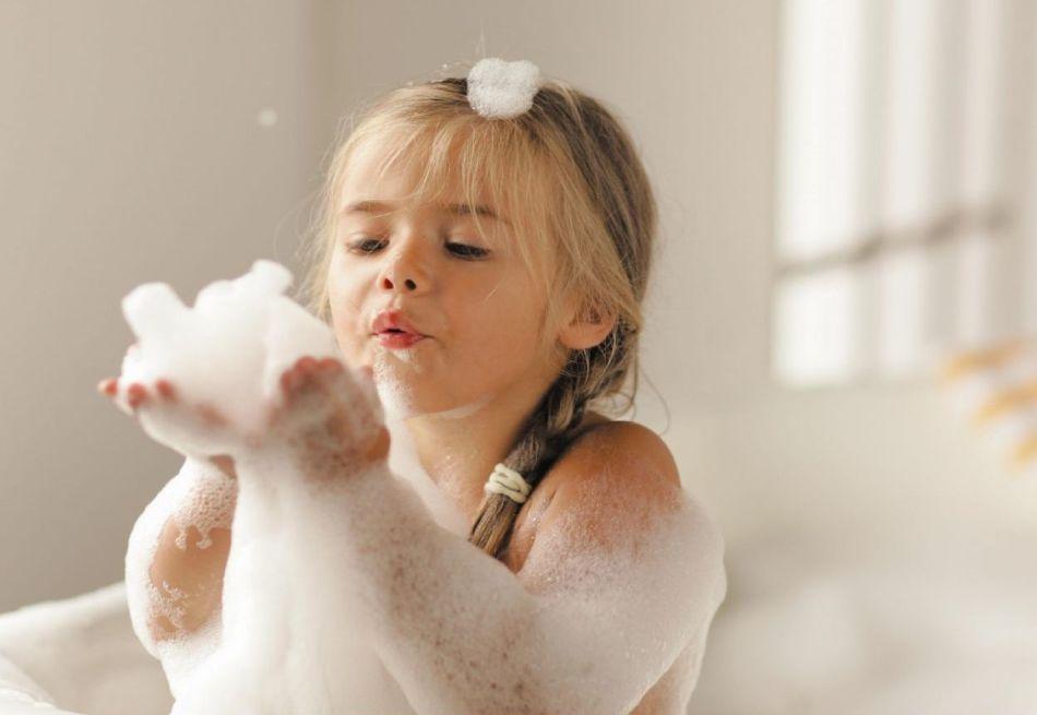 Как успокоить грудничка: важные правила и приемы, чай детский на основе трав для сна, травяные ванны, успокаивающие капли и сиропы