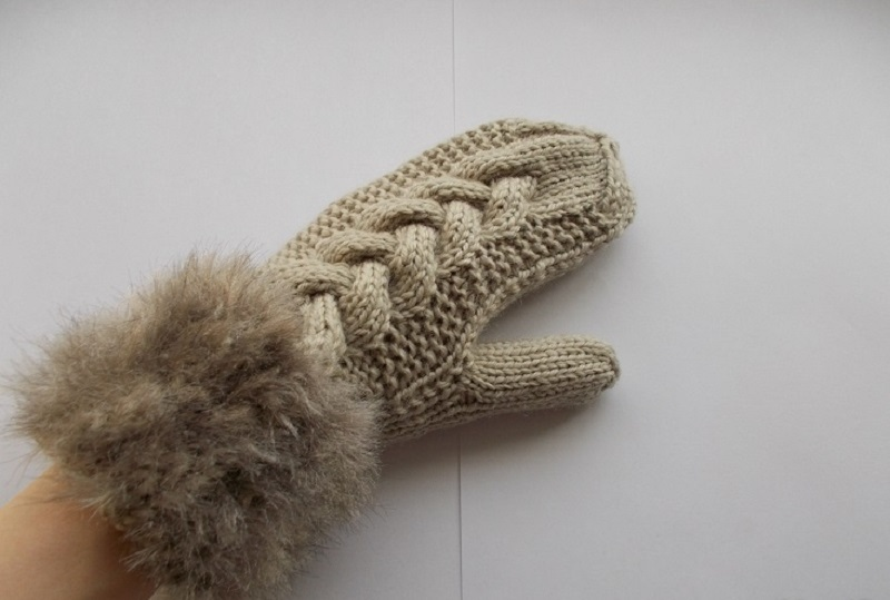 Mitten with fur gum