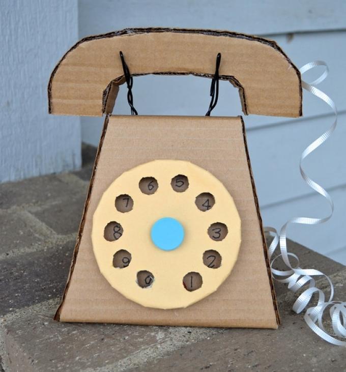 Kiderül egy ilyen vezetékes telefont a kartonból