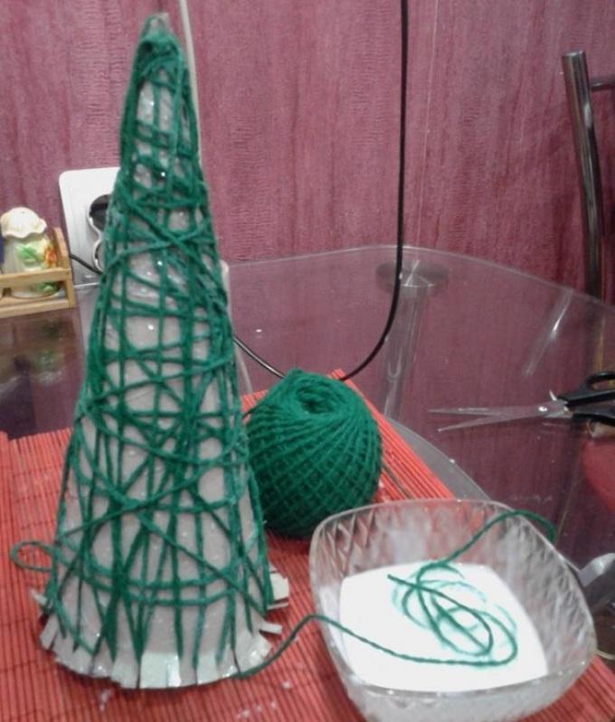 Конус для елки из ниток
