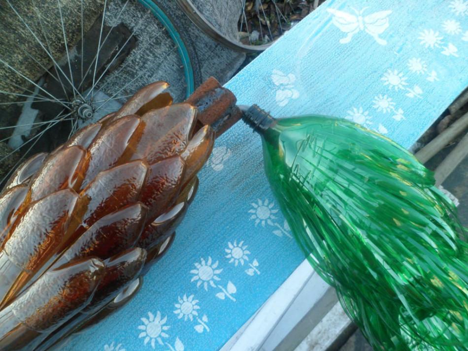 Для пальмы из бутылок пригодятся как коричневые, так и зелёные бутылки