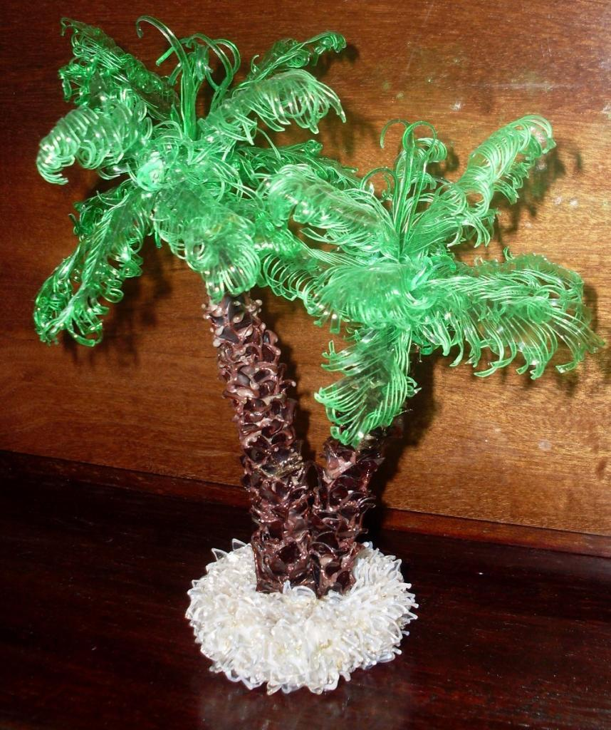 Маленькие пальмы из пластиковых бутылок