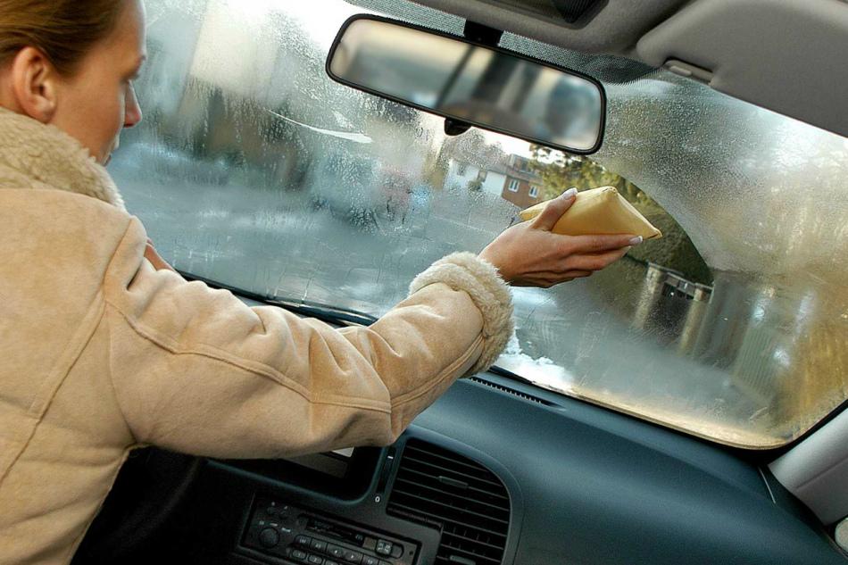 потеют стекла внутри машины что делать давно