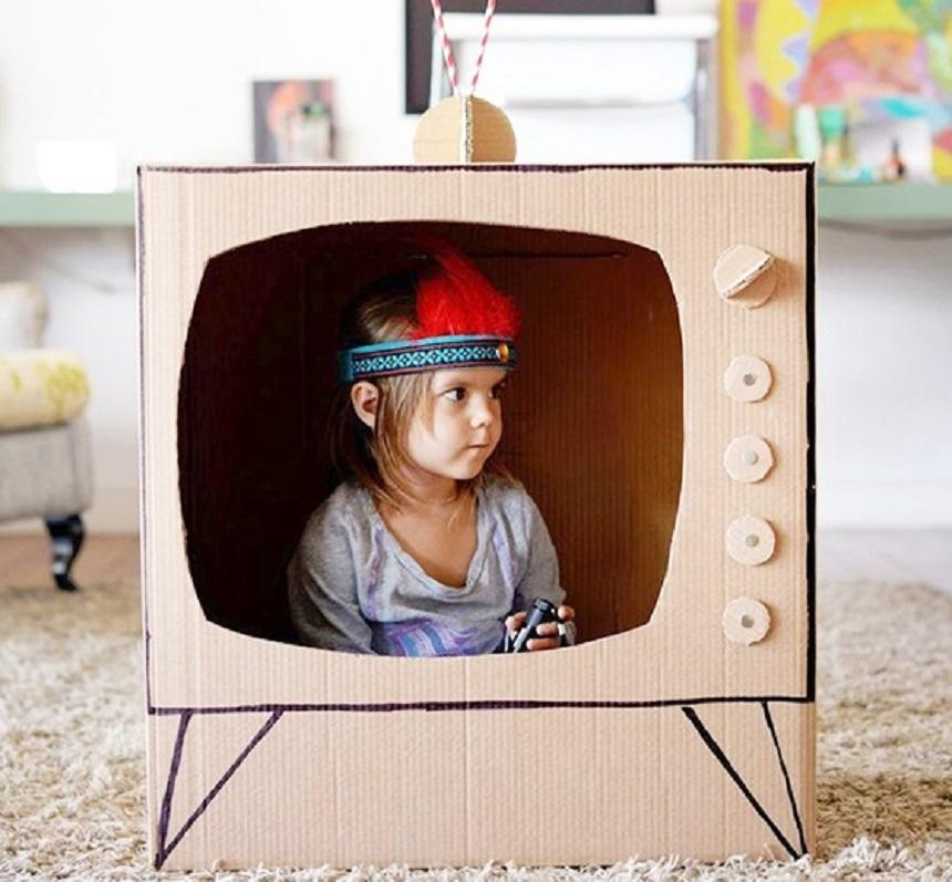 Телевизор из картона для кукол