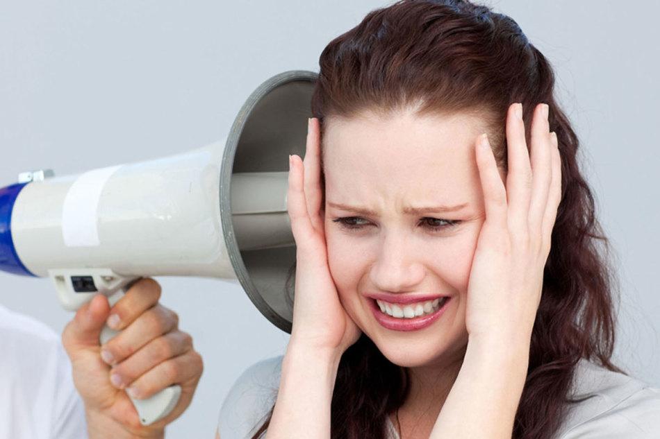 К чему звенит в правом ухе примета. К чему звенит в правом? Какие факторы важно учитывать при толковании звона в ушах