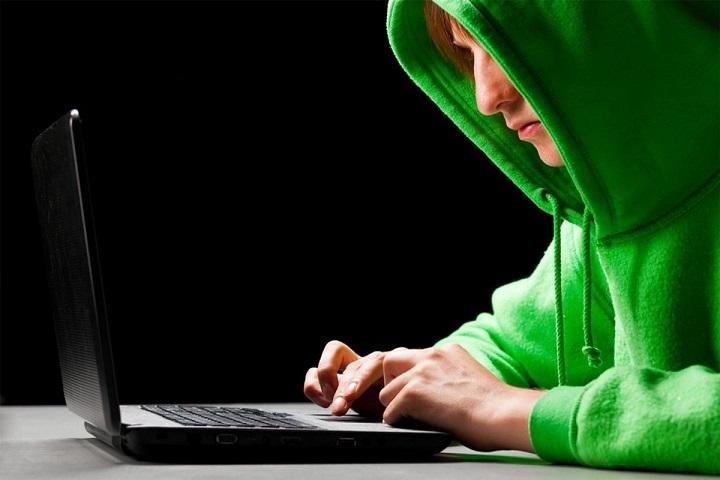 Хакер помогает открыть сохраненки вк