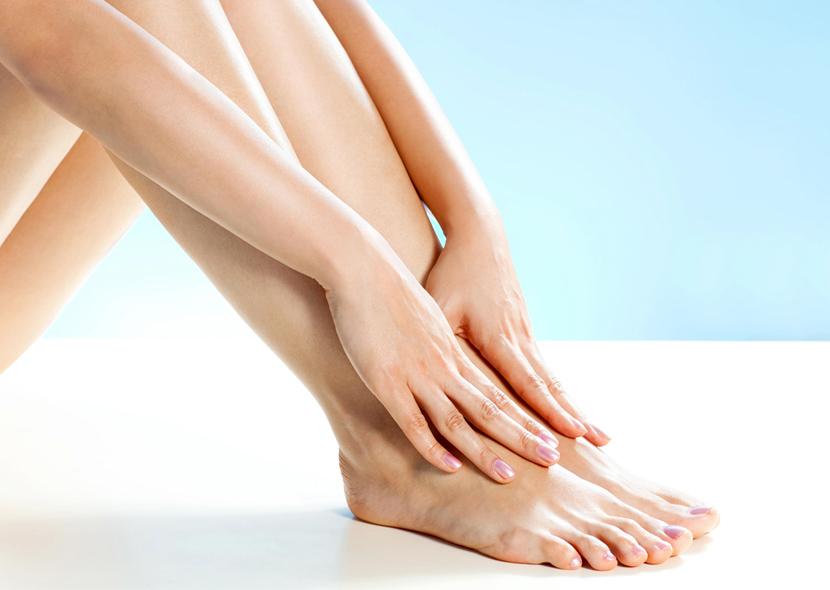 손과 다리에 길고 건강하고 강하고 아름다운 손톱을 빨리 자라십시오.