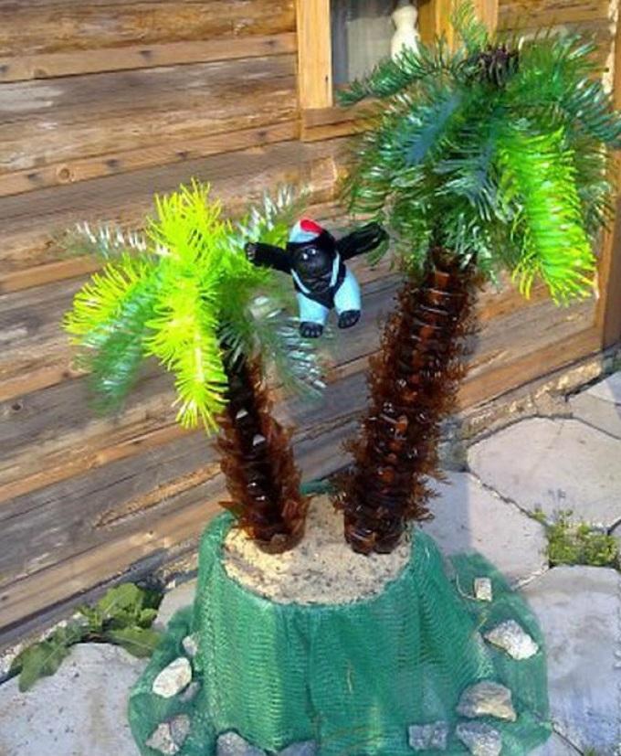 Вот такими должны получиться листья с бахромой у пальмы из пластиковых бутылок