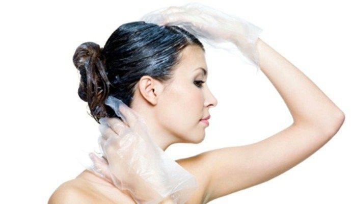 Bagaimana untuk mencuci cat rambut dengan kulit kulit?