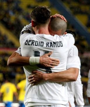 Pepe hugs Sergio