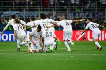 Danilo hits his knees