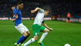 LILLE, FRANCE - JUNE 22: Seamus Coleman of Republic of Ireland controls the ball under pressure of Mattia De Sciglio of Italy during the UEFA EURO 2016 Group E match between Italy and Republic of Ireland at Stade Pierre-Mauroy on June 22, 2016 in Lille, France. (Photo by Mike Hewitt/Getty Images)
