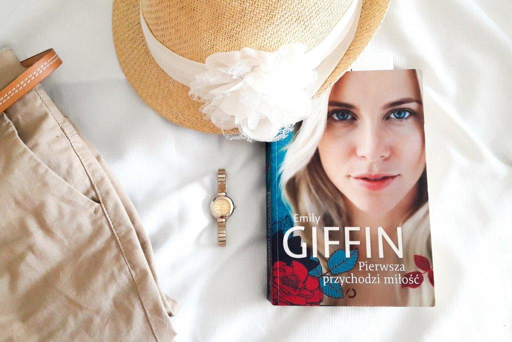 Emily Giffin - Pierwsza przychodzi miłość - książka na wakacje, kapelusz i zegarek