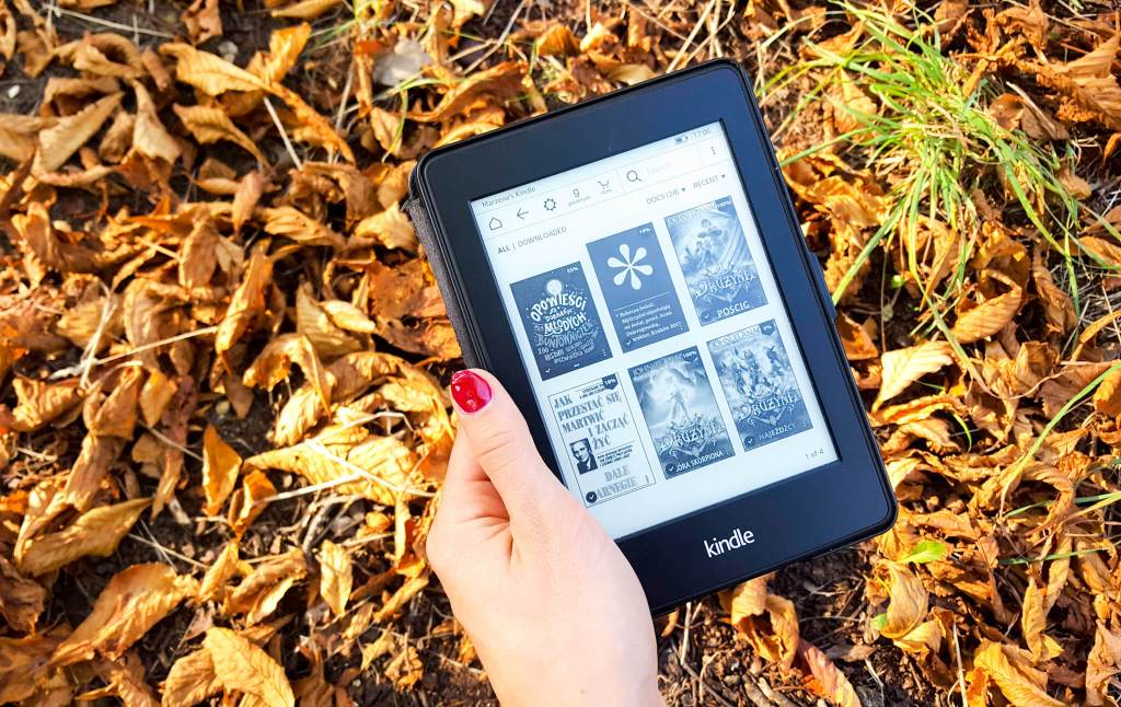 pierwsze chwile z czytnikiem ebooków - czy warto kupić Kindle Paperwhite