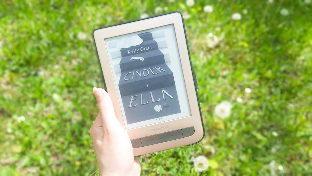 książki Young Adult - Cinder i Ella - zdjęcie okładki na czytniku