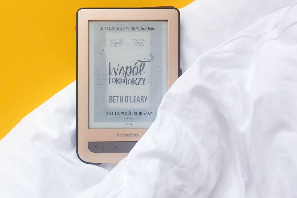 książki na wakacje - współlokatorzy - zdjęcie okładki książki Beth O'leary