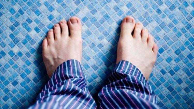 Слишком грубая кожа на подошвах ног и ладонях может быть сигналом развития этой смертельной болезни