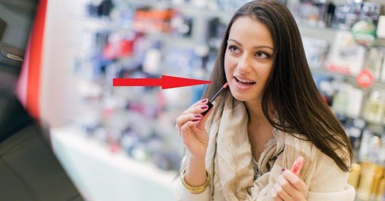 Она просто протестировала пудру в магазине… Обеспечила работу для дерматолога на целый год