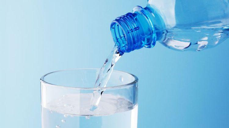 Адепты обильного питья утверждают, что каждому нужно не меньше 2–2,5 литра воды в день. Но это большая ОШИБКА
