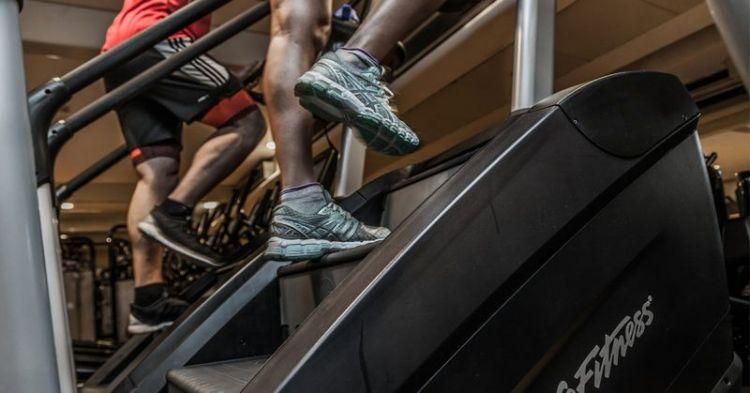 10 упражнений, которые сжигают жир эффективнее за бег