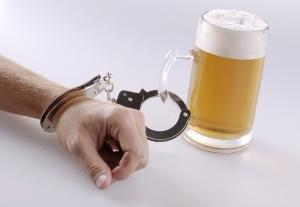 Пивной алкоголизм: симптомы и лечение