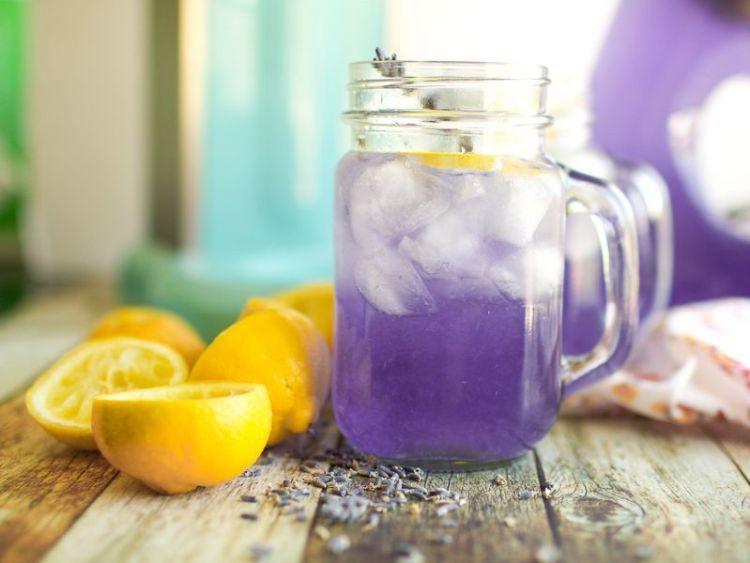 Фиолетовый лимонад, чтобы облегчить головные боли и поднять настроение