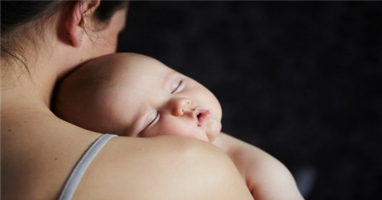 Развитие ребенка напрямую зависит от количества родительских объятий в детстве