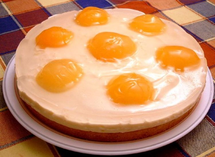 Главное ничего не спутать: оригинальный торт «Глазунья», напоминающий искусную яичницу