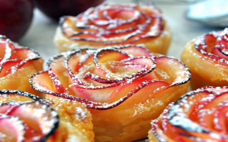Запеченные яблочные розочки: вкусная и очаровательная забава для всей семьи