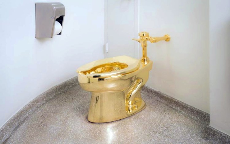 Звездный час для микробов: почему не стоит пользоваться бумагой в общественных туалетах