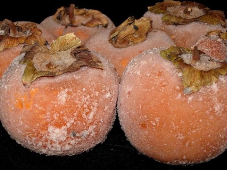 Как запастись ценным заморским фруктом на лето: секреты правильной заморозки хурмы