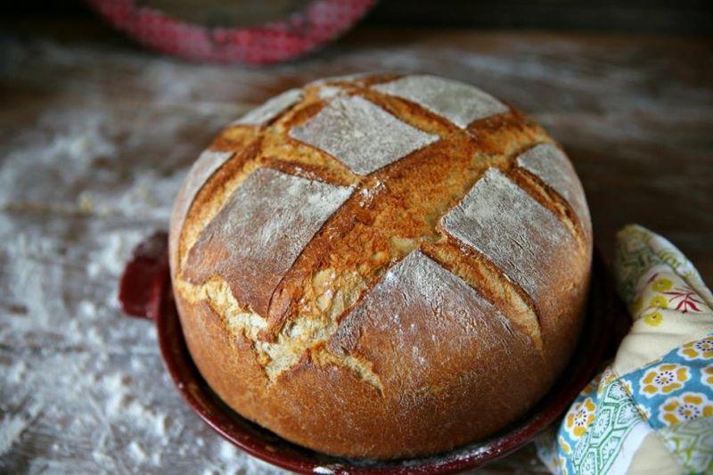 Простейший хлеб на дрожжах и молоке по домашнему рецепту