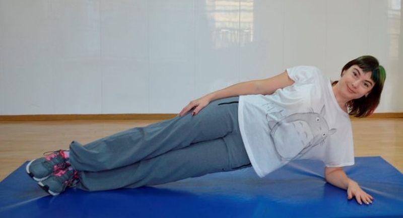 Упражнение для похудения живота склассической боковой планкой