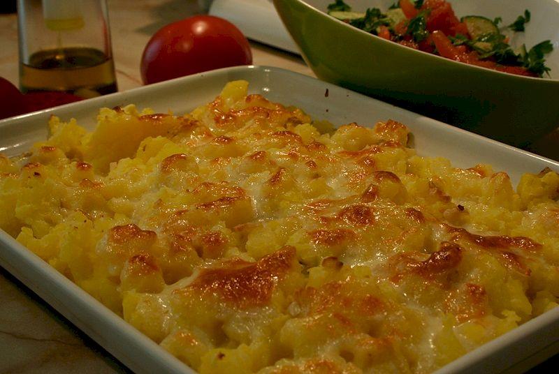 Запеченный молодой картофель с сыром сулугуни