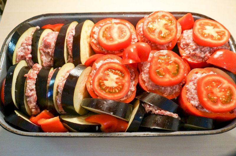 Фаршированные овощи по-гречески: божественная летняя закуска на все случаи жизни