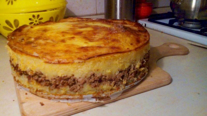 Картофельная запеканка с фаршем: вкусная закуска, которую легко спутать с тортом
