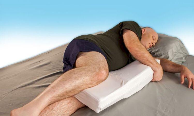 Правильные позы для сна: как лучше спать при болях в спине, храпе и с большой грудью